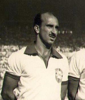 Augusto 'Augusto' da Costa, capitaine du Brésil en finale de Coupe du monde de football 1950 (cropped).jpg