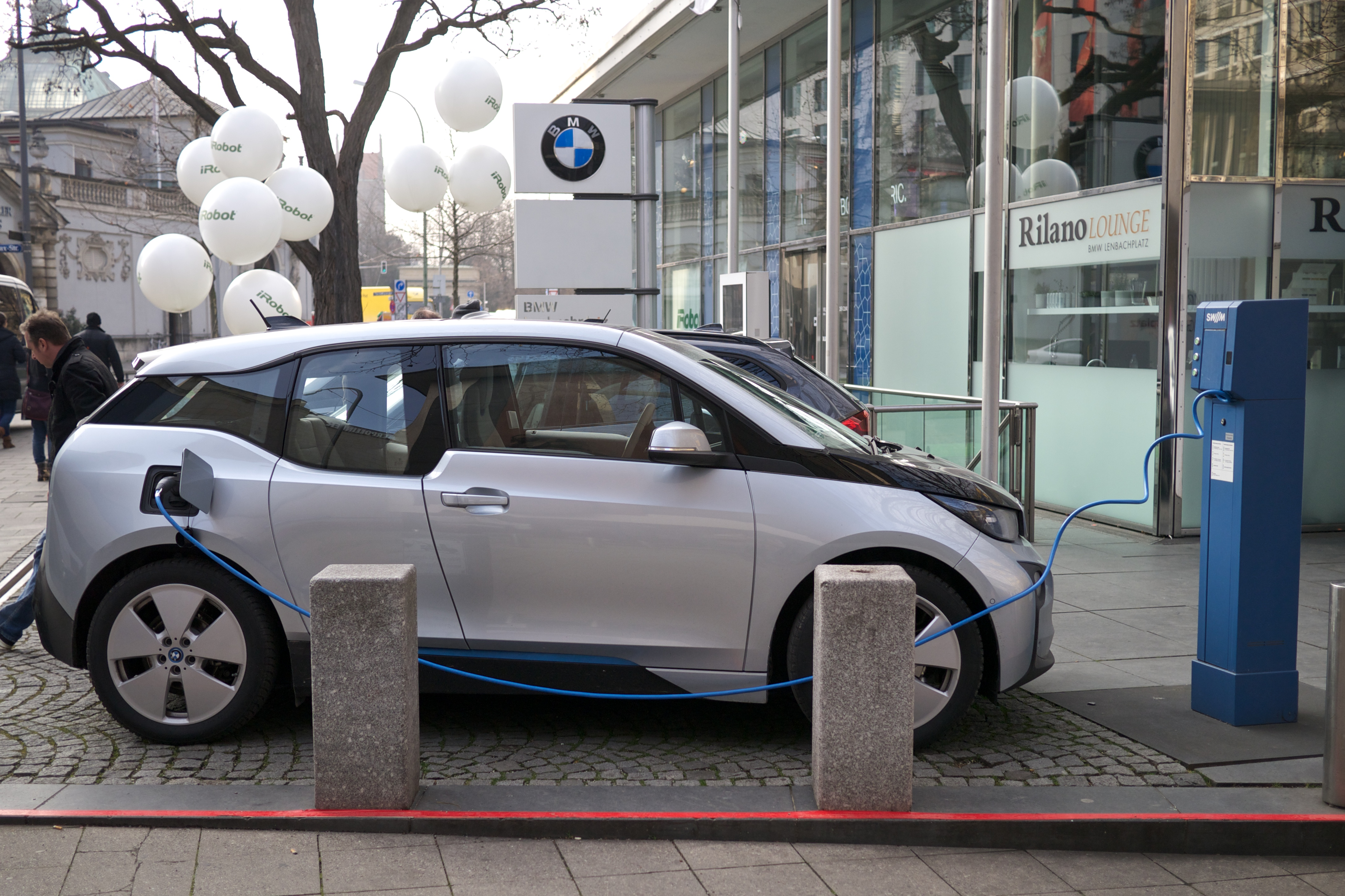 File Bmw I3 Electric Car Charging Jpg Wikimedia Commons
