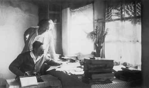 К. Бальмонт и И. Шмелёв, 1926