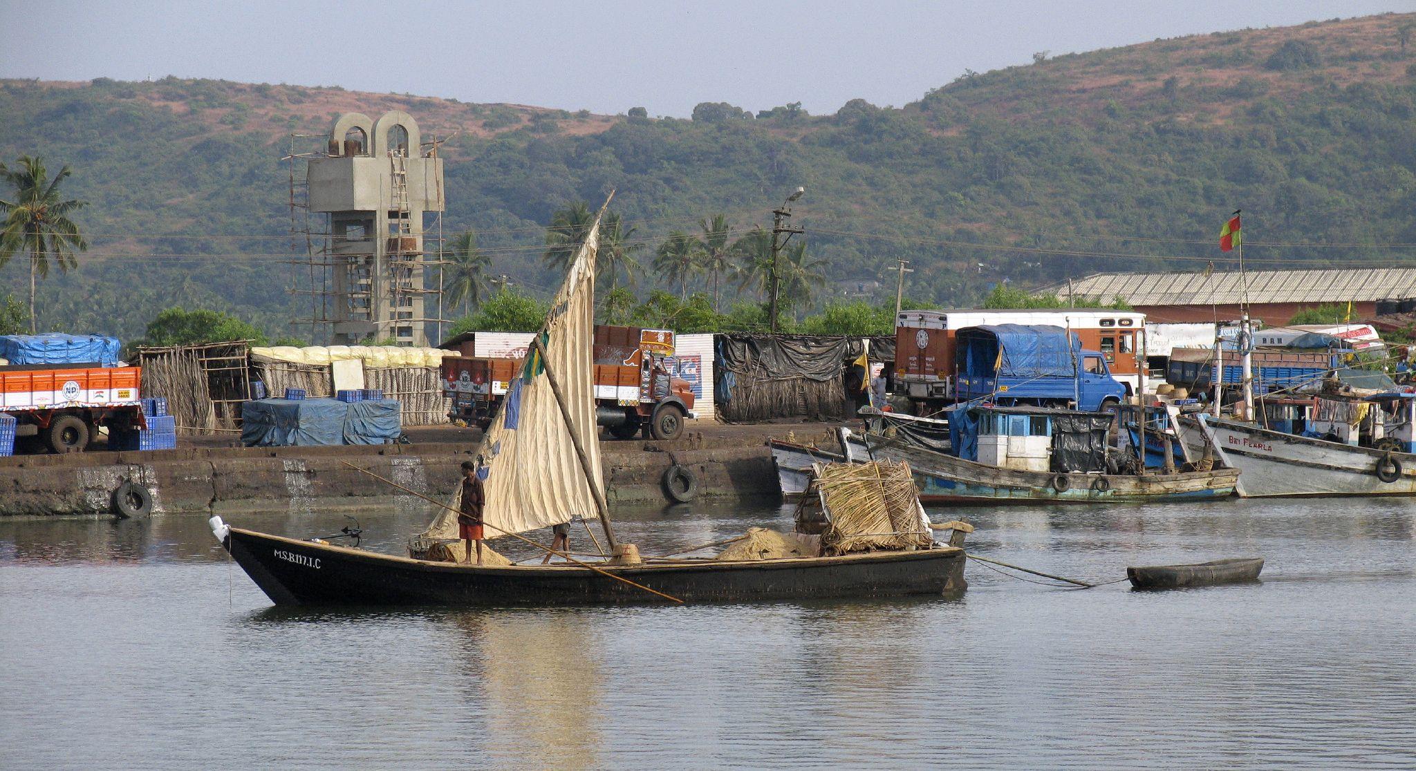A boat on the Sal. By Steve Hancocks via Wikimedia Commons