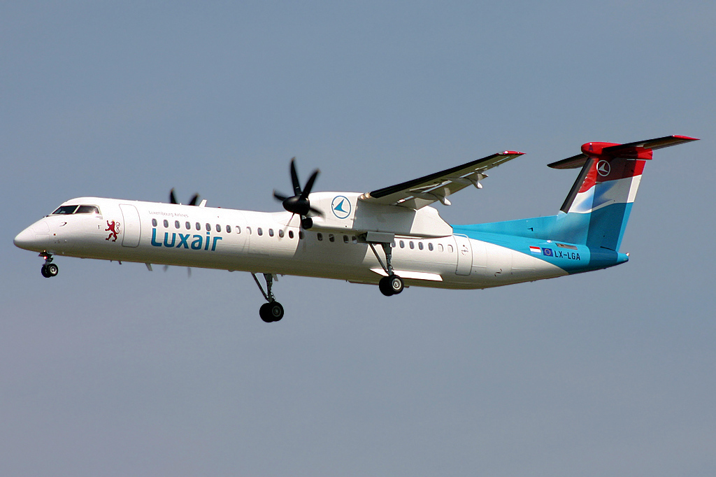 luxair q400 type rated first officers