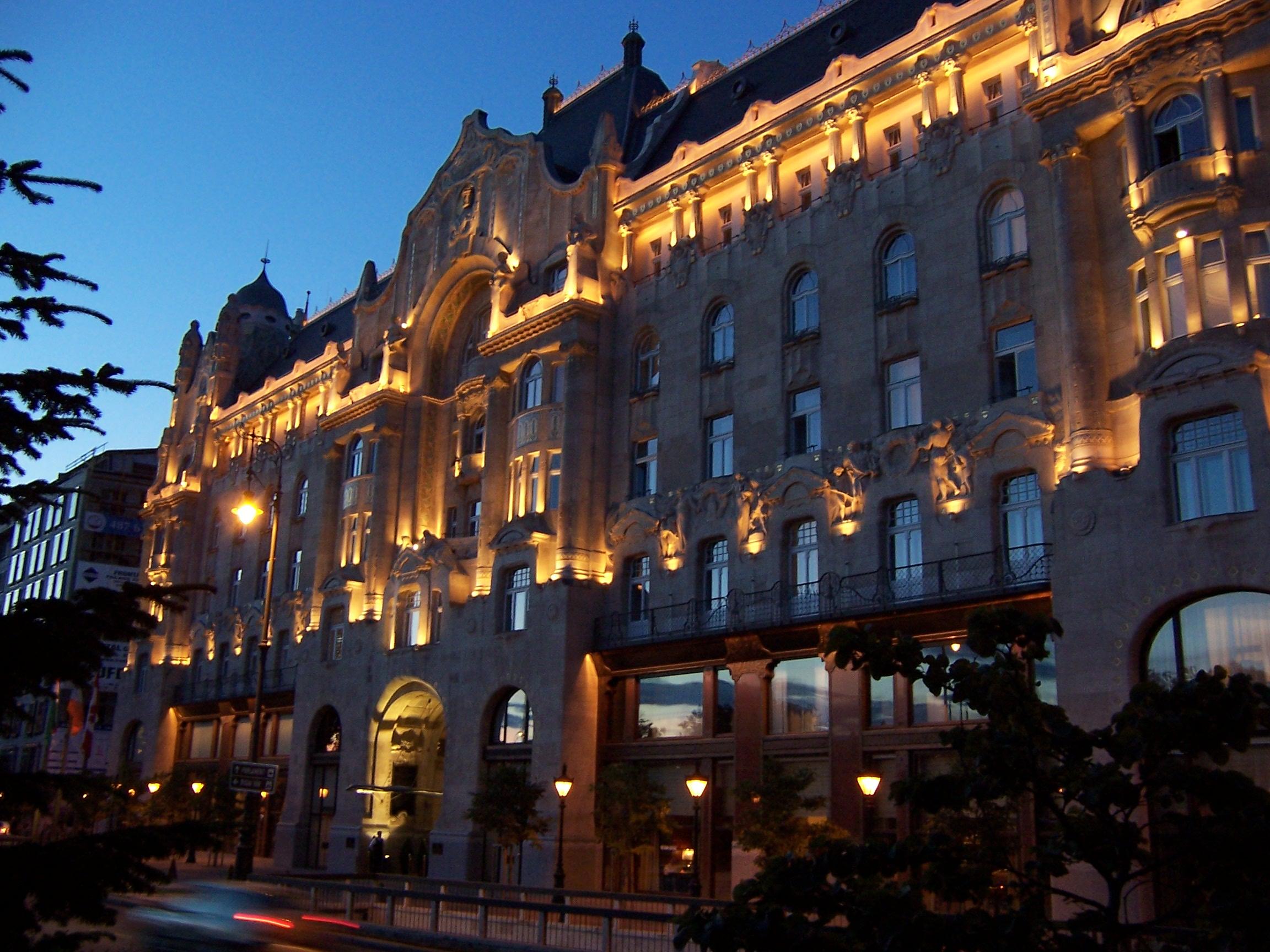 File:Budapest gresham lights.JPG - Wikimedia Commons
