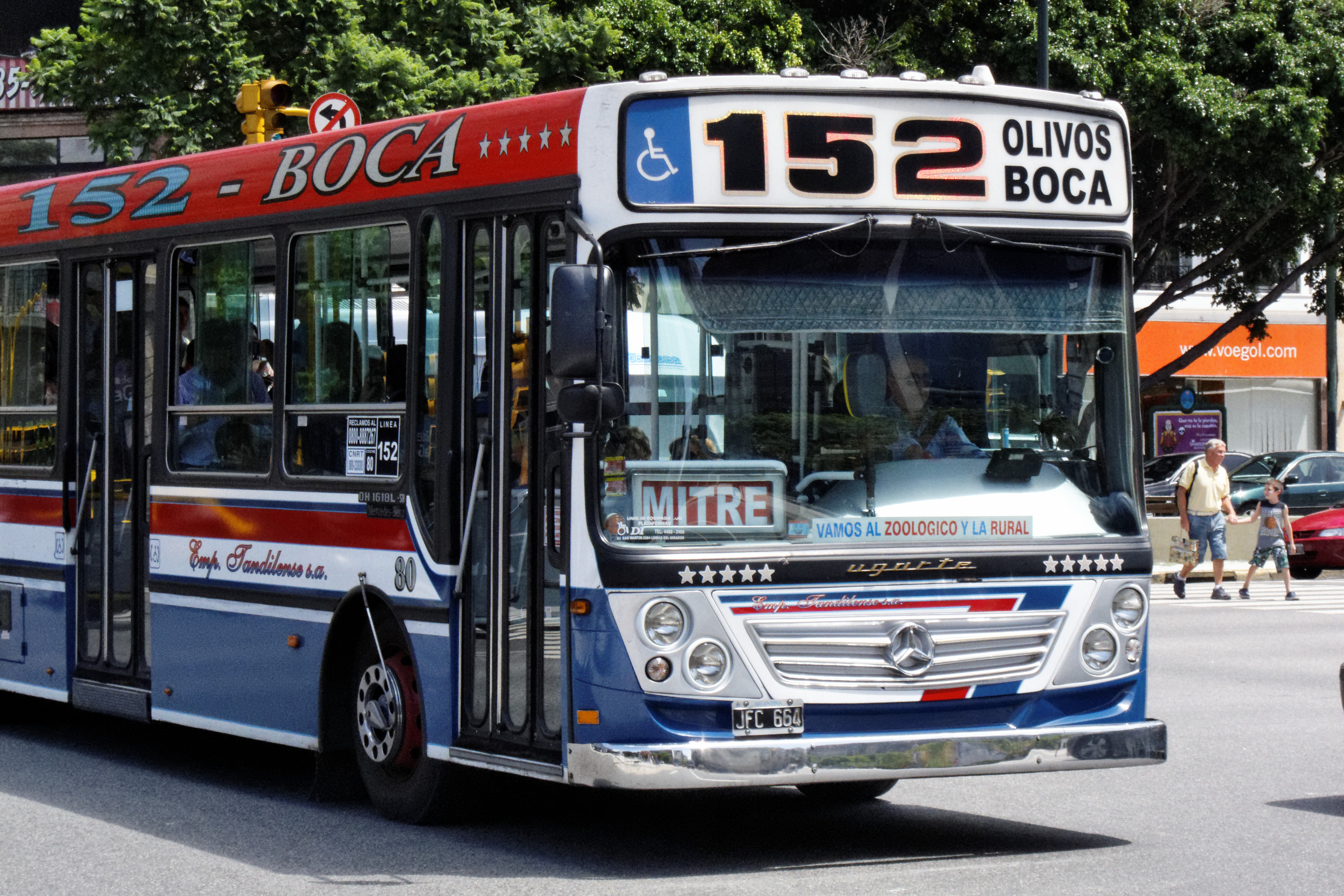 File:Buenos Aires - Colectivo 152 - 120209 111746.jpg