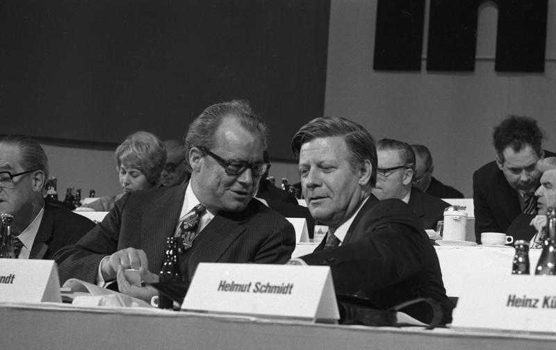 File:Bundesarchiv B 145 Bild-F039404-0012, Hannover, SPD-Bundesparteitag, Schmidt, Brandt.jpg