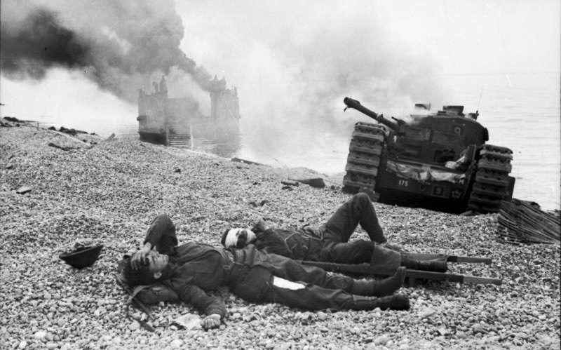 File:Bundesarchiv Bild 101I-291-1205-14, Dieppe, Landungsversuch, alliierte Soldaten.jpg