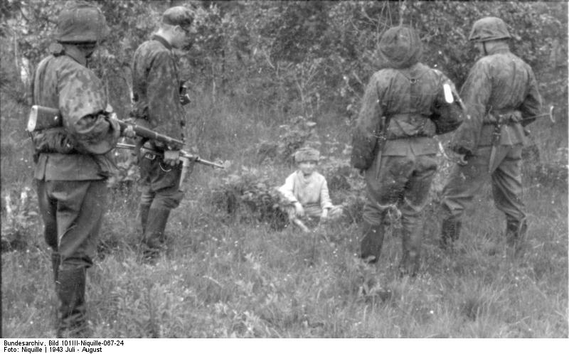 File:Bundesarchiv Bild 101III-Niquille-067-24, Russland, Festnahme von Partisanen.jpg