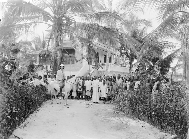 Datei:Bundesarchiv Bild 105-DOA0916, Deutsch-Ostafrika, Pflanzerhaus.jpg