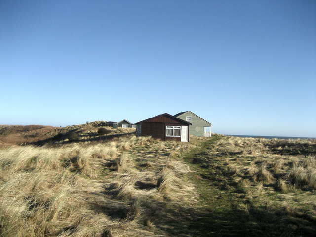 Bungalows on Embleton Bay (1) - geograph.org.uk - 683121