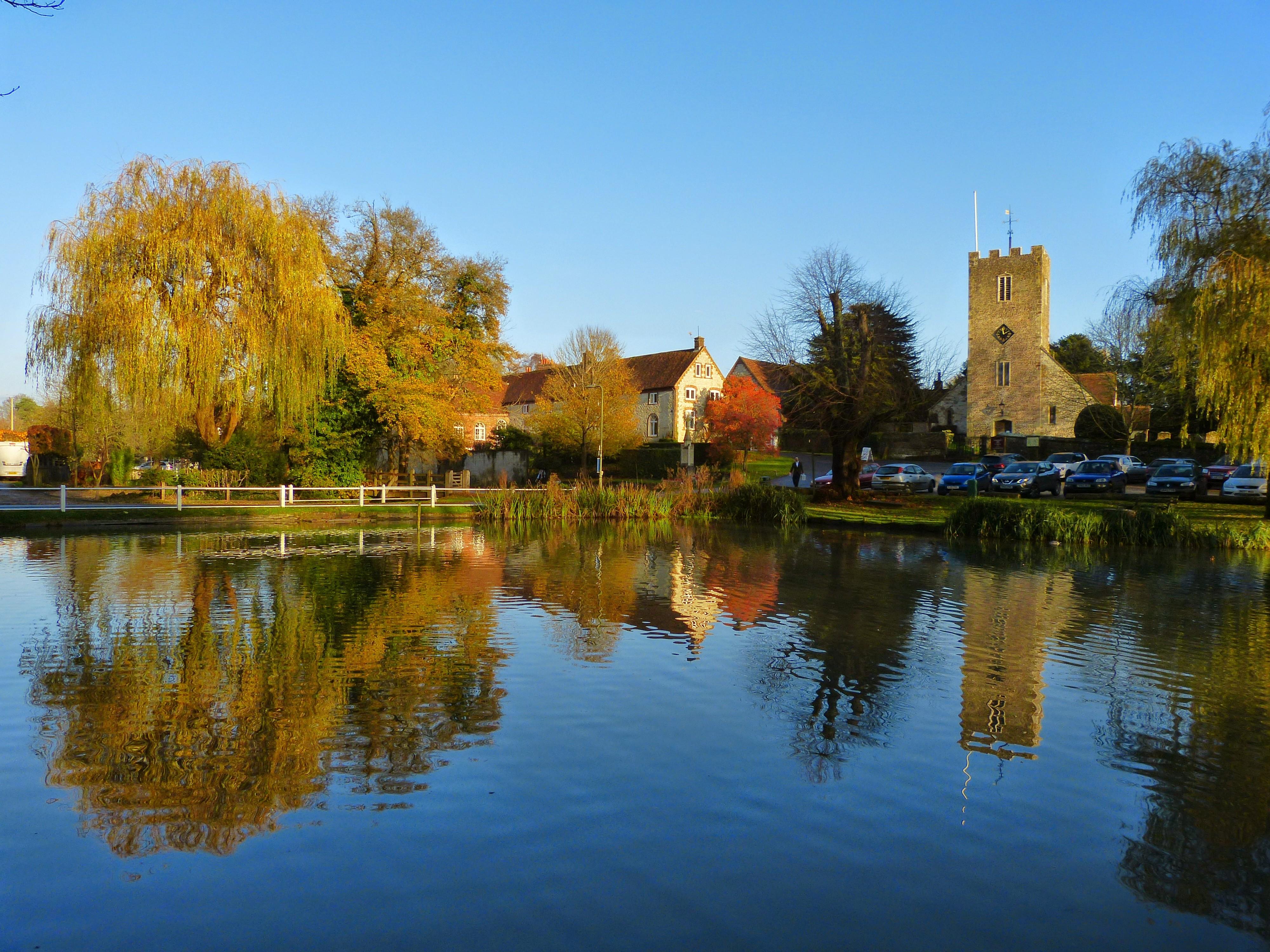 Buriton Pond and Church. - panoramio.jpg