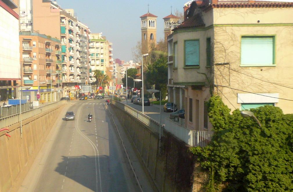 NUESTRAS CIUDADES! Carrer_de_Santa_Eul%C3%A0lia_a_l%27Hospitalet_de_Llobregat
