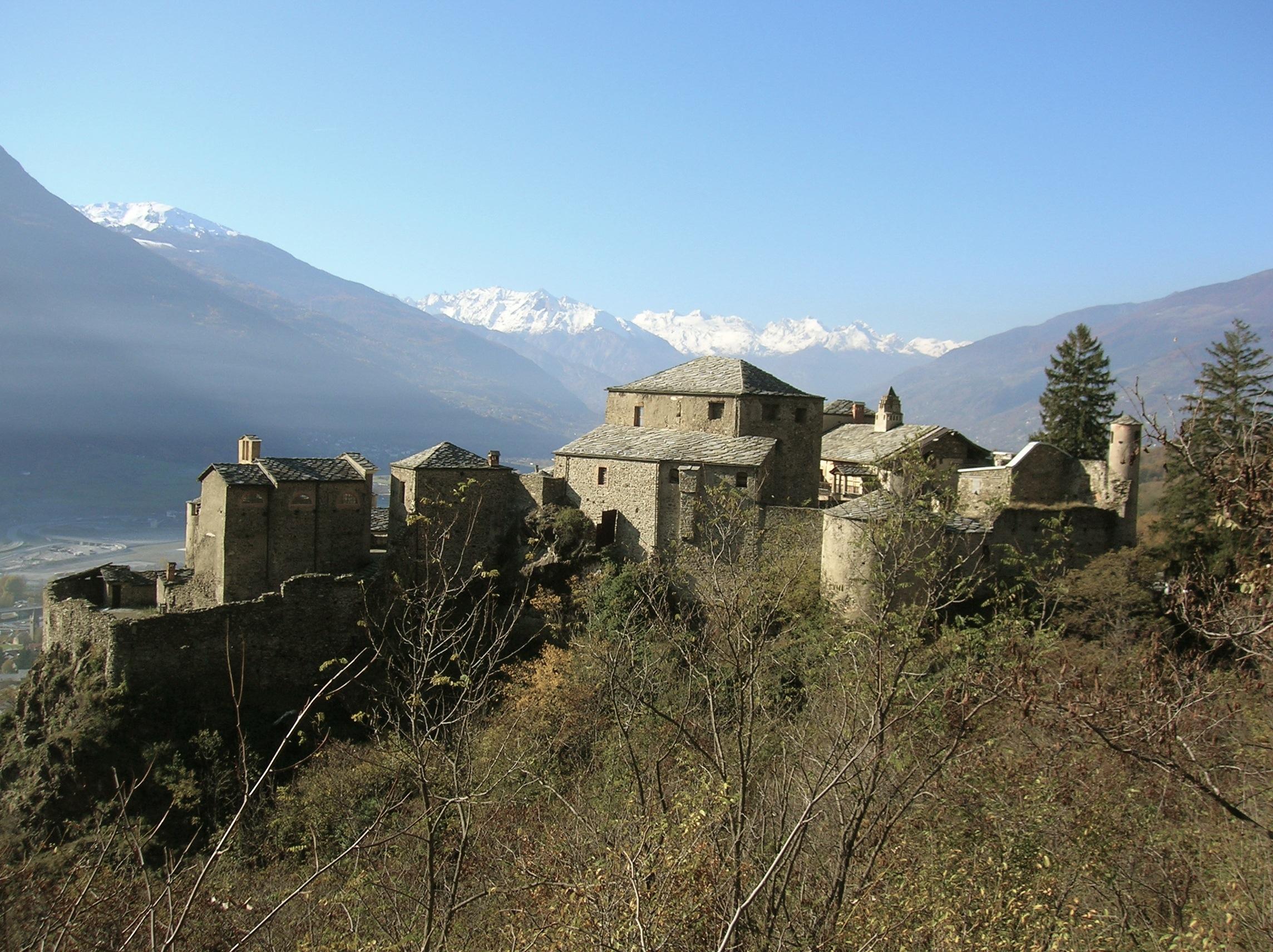 Archivo:Castello di Quart (AO).jpg - Wikipedia, la enciclopedia libre