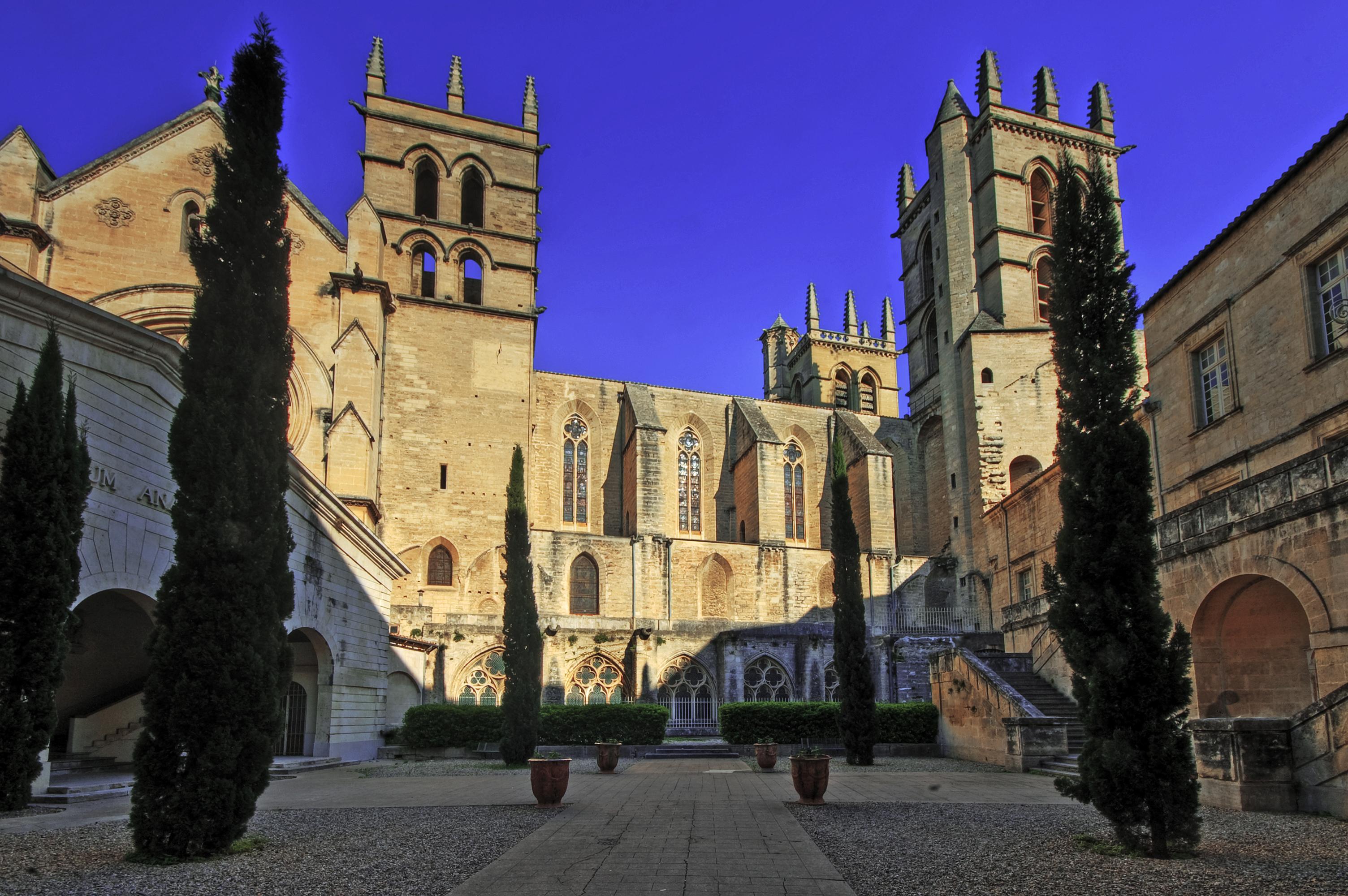 File cath drale saint pierre de montpellier 2403792242 jpg wikimedia commons - Cathedrale saint pierre de montpellier ...