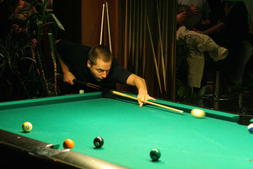 El billar , mas conocido como Pool