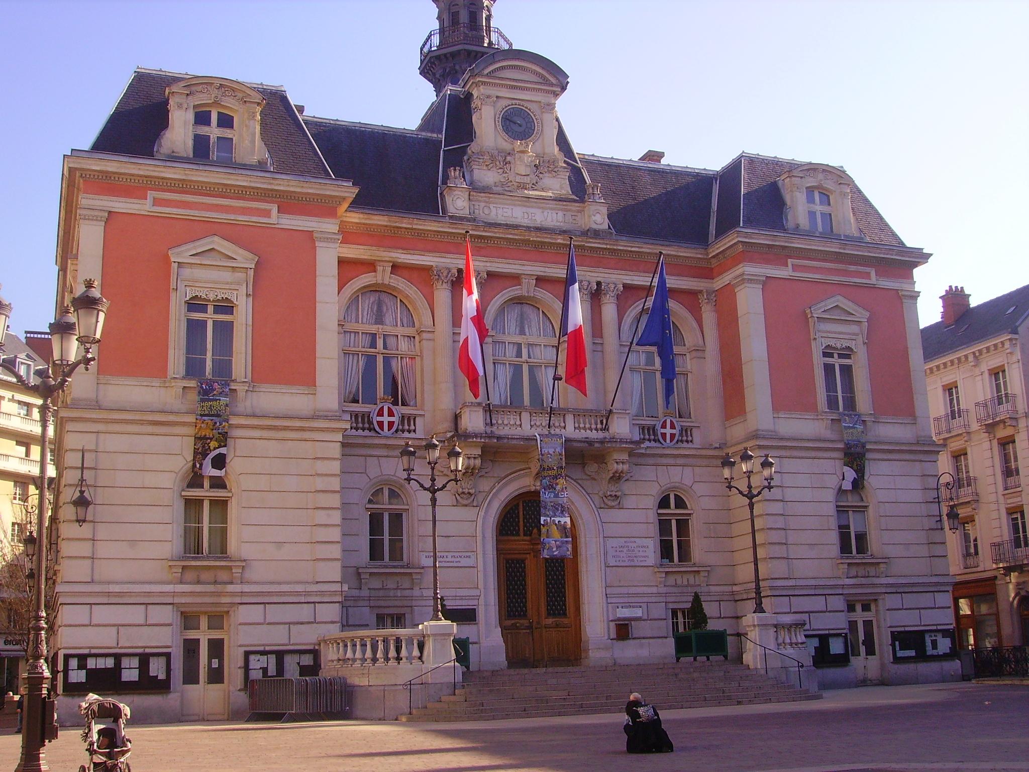 File chamb ry h tel de ville 2 jpg wikimedia commons for Chambery metropole piscine