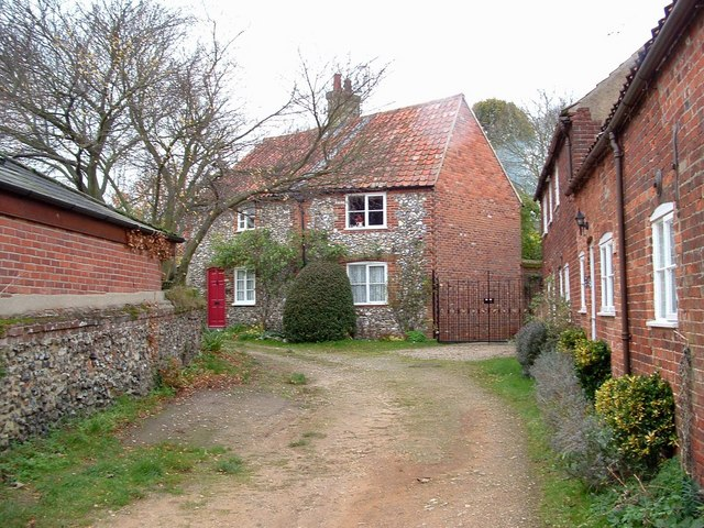 File:Cottages, off Bailey Street, Castle Acre - geograph.org.uk - 1049105.jpg