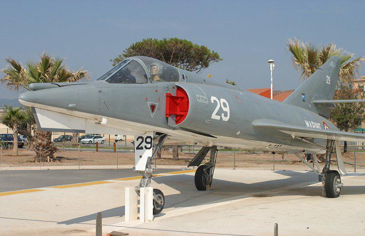 File:Dassault Étendard IVM.jpg