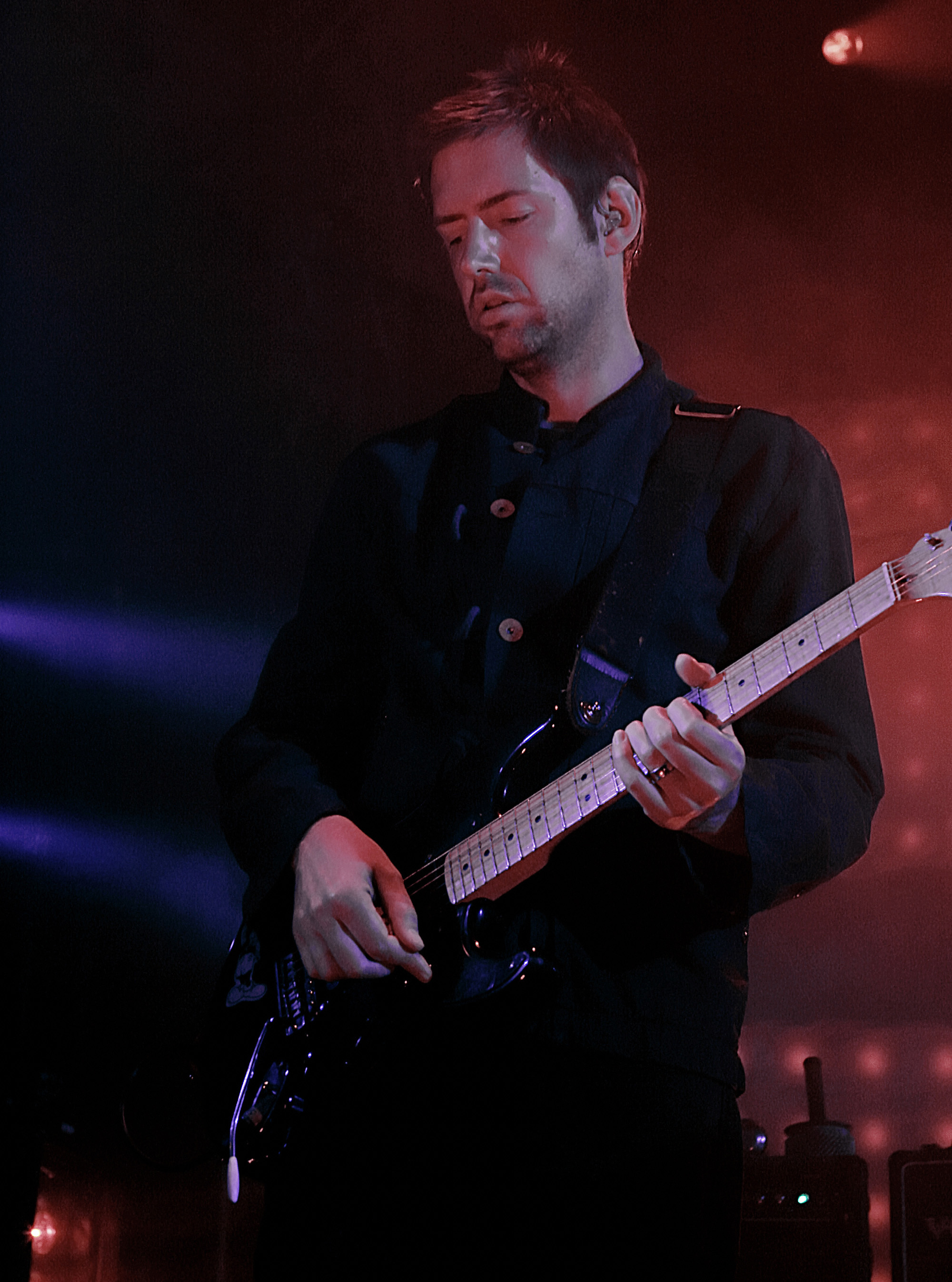 O'Brien con su Fender Eric Clapton Stratocaster.