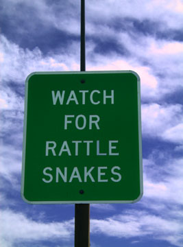 English: watch for rattlesnakes sign