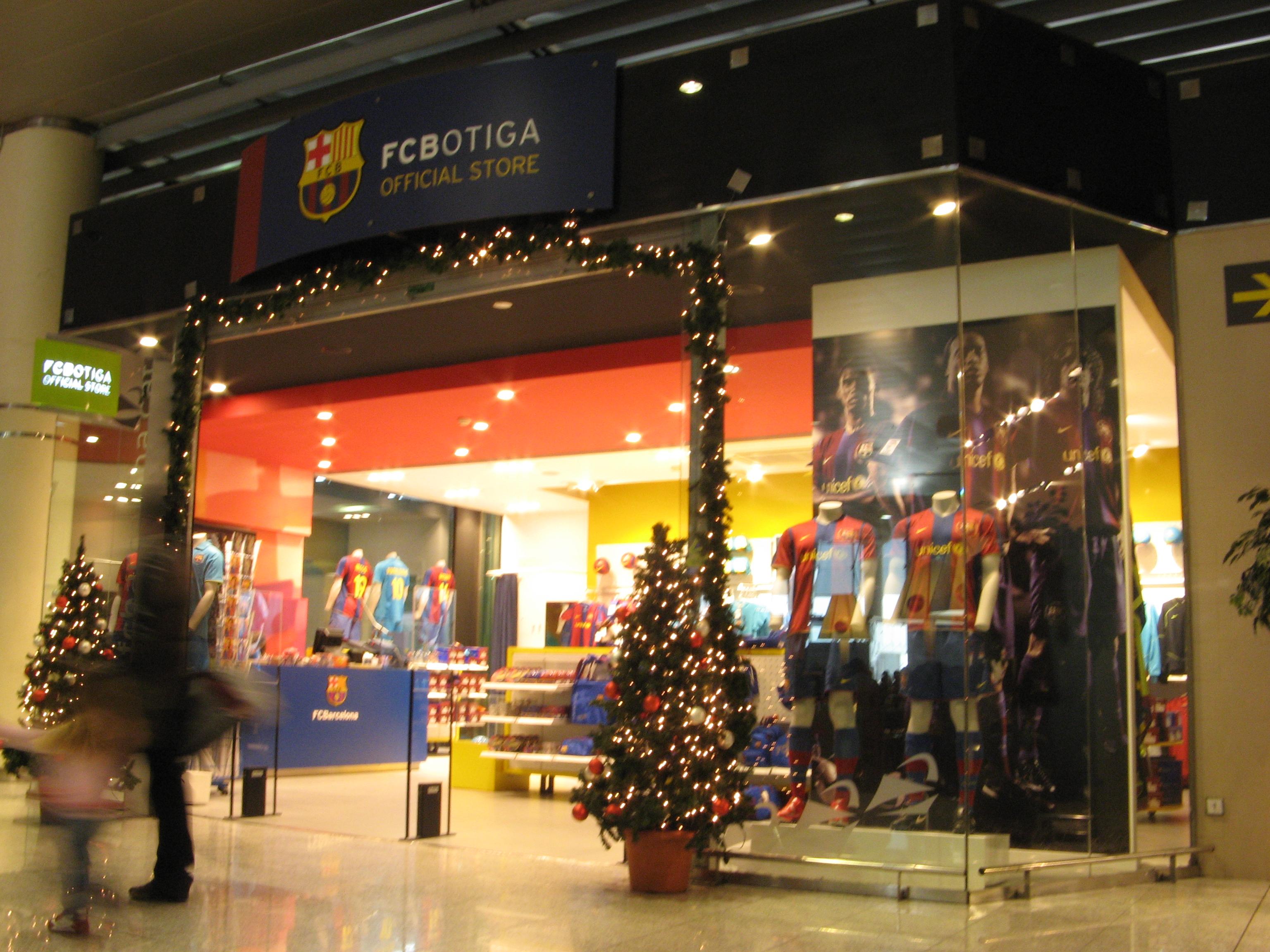 File FCBotiga en el aeropuerto de Barcelona-El Prat.jpg - Wikimedia ... 7dbfa912fb6