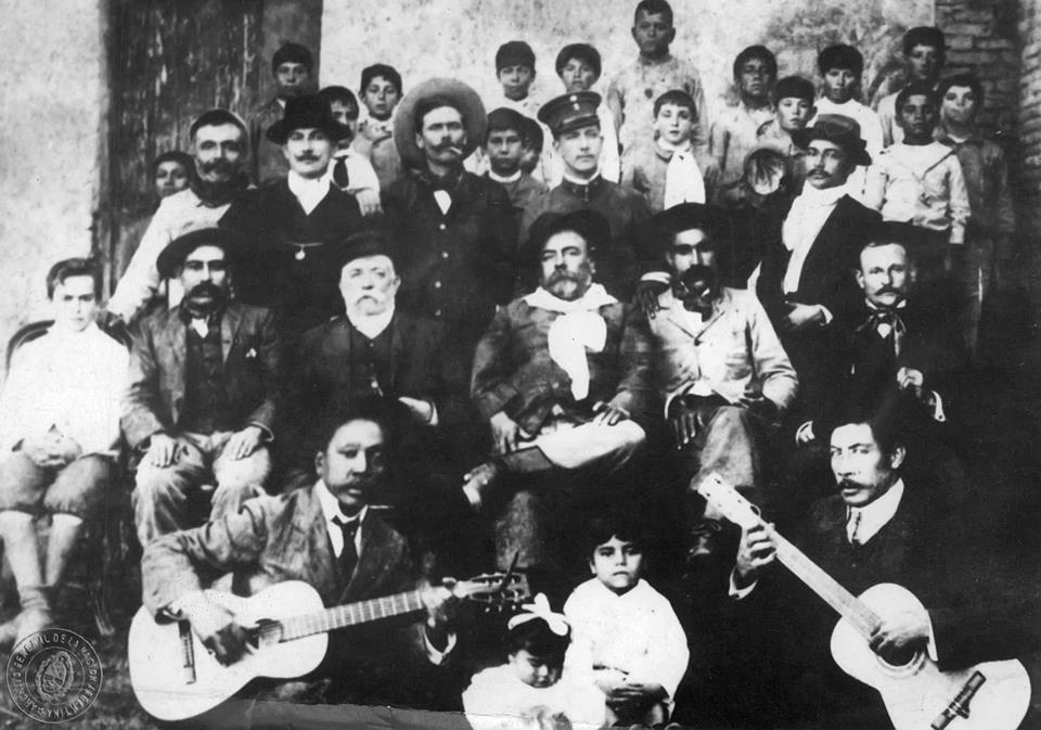 1891. Ezeiza y otros payadores celebran en Río Negro el acuerdo de paz entre Argentina y Chile.