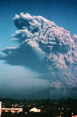 Galunggung eruption 1982.jpeg