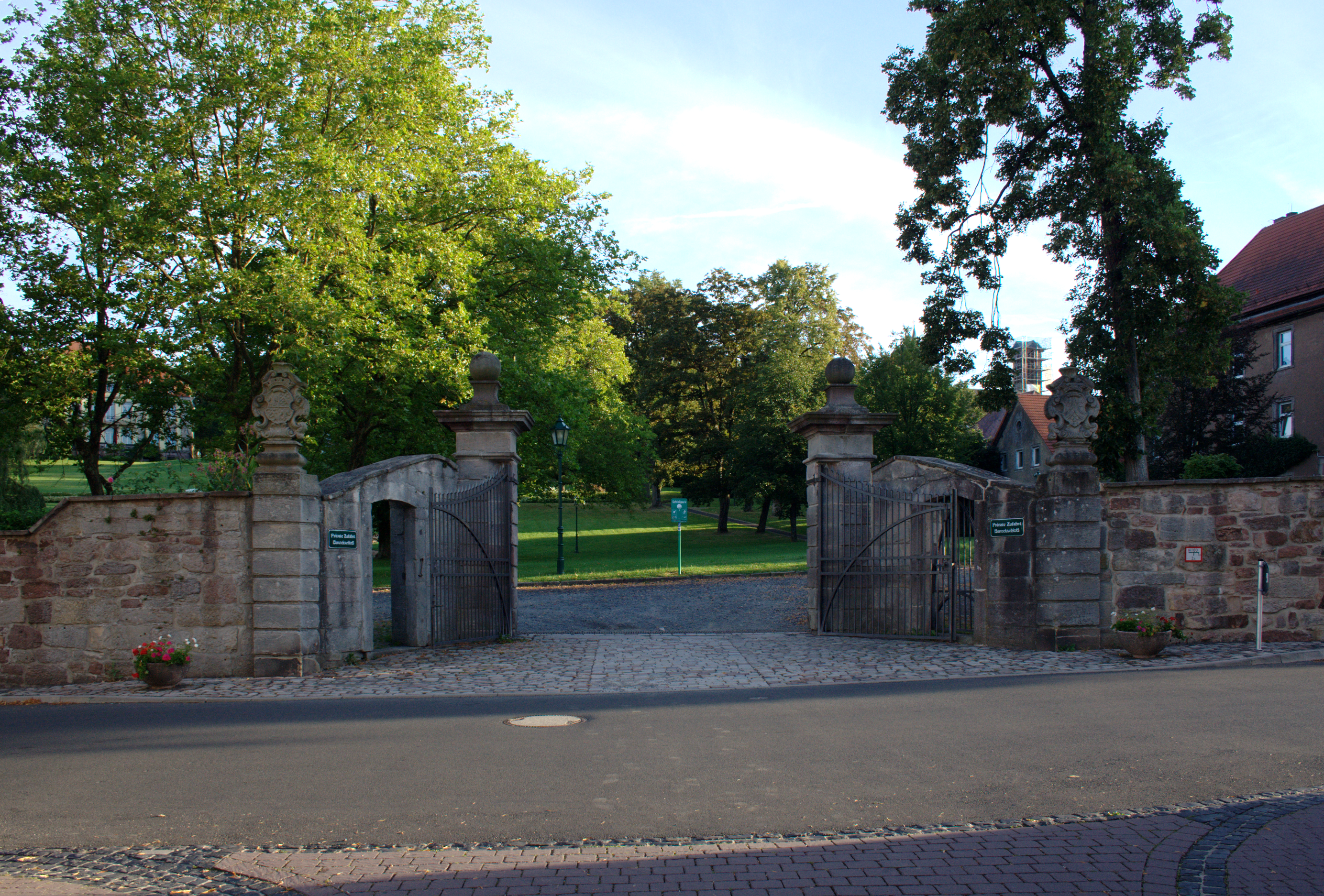 File:Gersfeld Gersfeld Schloss Park Gate f.png - Wikimedia Commons for Park Tree Png  76uhy