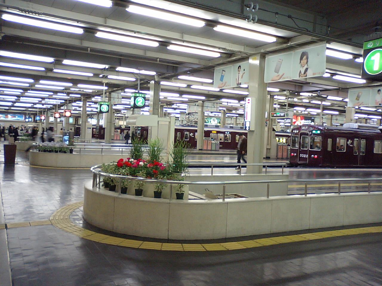 【大阪】大阪 阪急うめだのコンコース、なんかもう銀河鉄道999みたいなことになる [無断転載禁止]©2ch.netYouTube動画>1本 ->画像>134枚