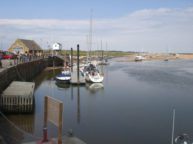 Harbour office and mooring - geograph.org.uk - 491681
