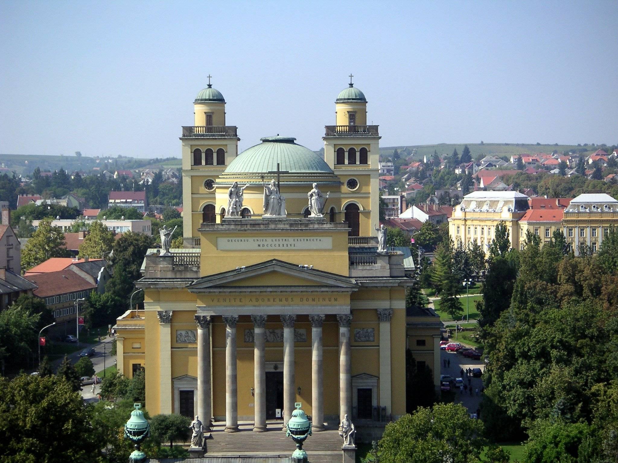 File Hungary Eger Basilica 2 Jpg Wikimedia Commons