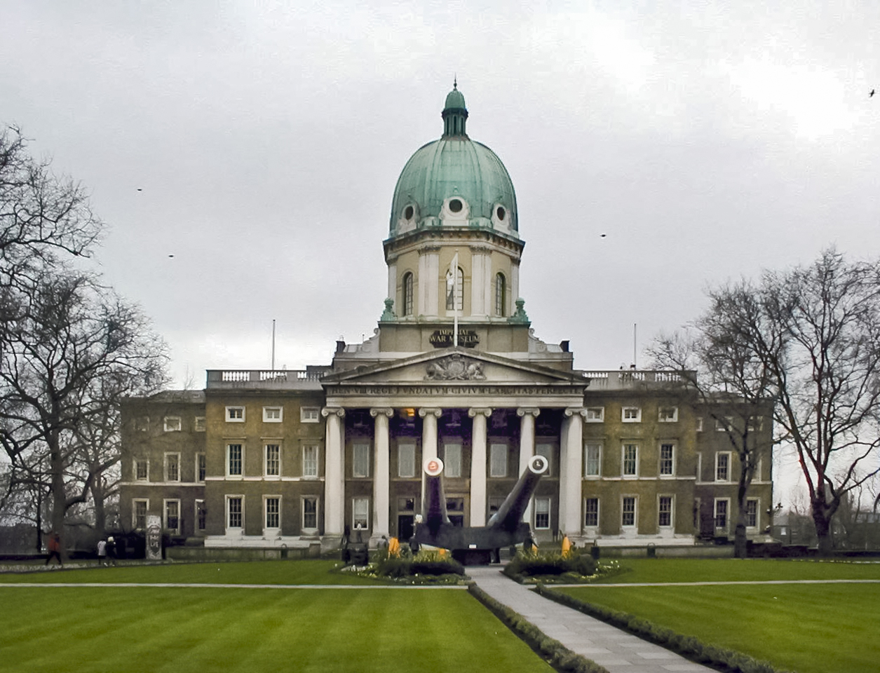 http://upload.wikimedia.org/wikipedia/commons/a/a8/Imperial_War_Museum_Front.JPG