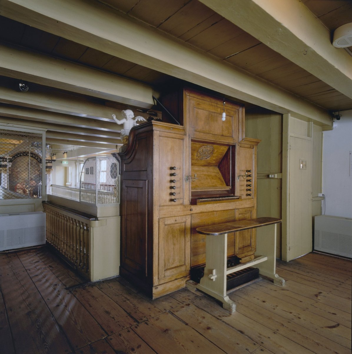 File interieur achterzijde orgel met speeltafel for Interieur amsterdam