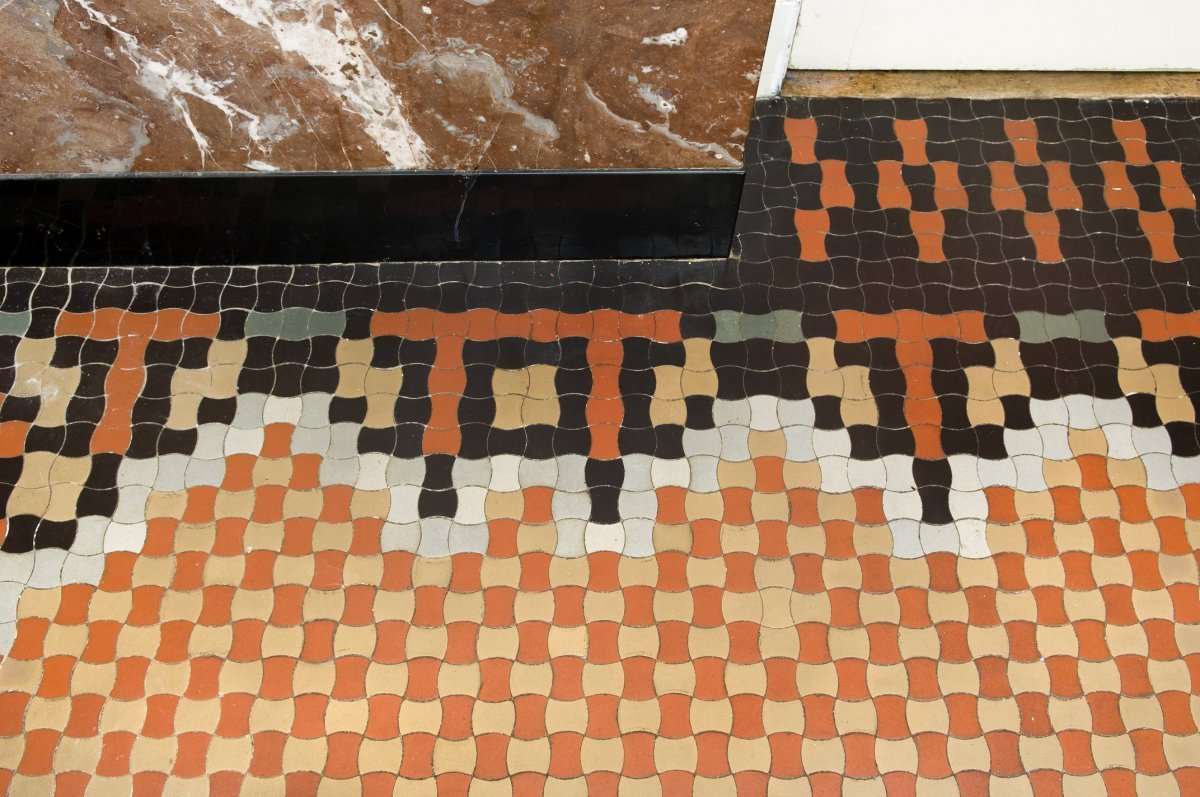 File Interieur Badkamer Detail Vloer De Mozaiekvloer Is In Warme Kleuren En Sprekende Patronen Gelegd Met