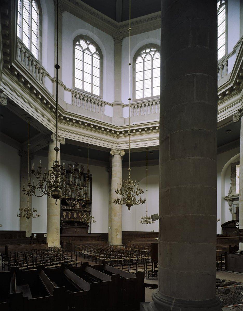 File interieur overzicht naar het koor leiden for Interieur leiden