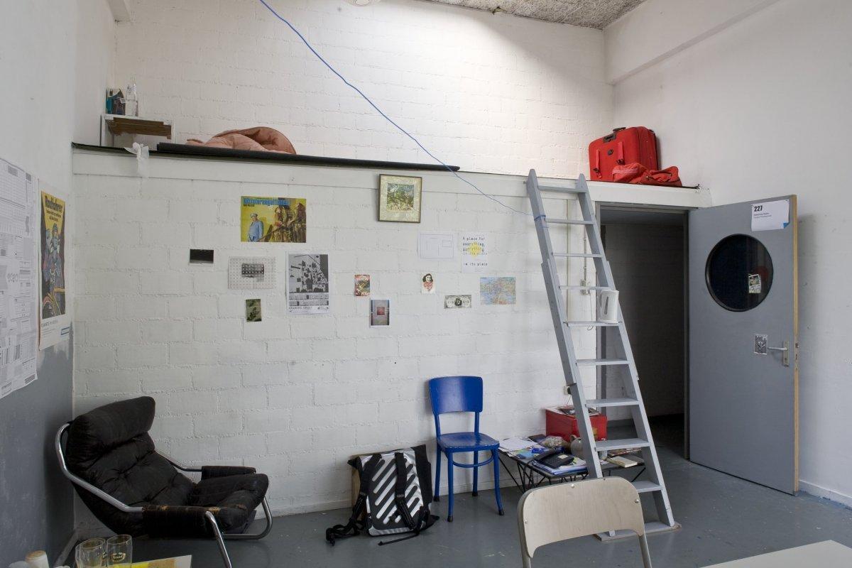 Description Interieur, overzicht van een studentenkamer in de aanbouw ...