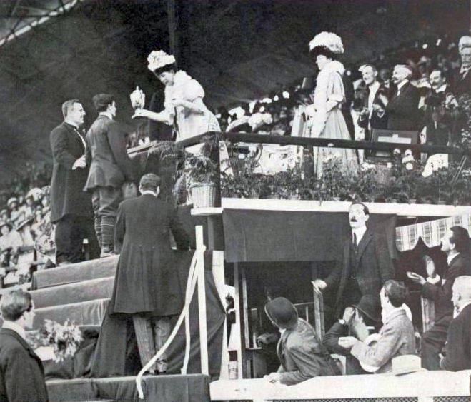Fichier:La reine Alexandra, aux JO de Londres 1908.jpg