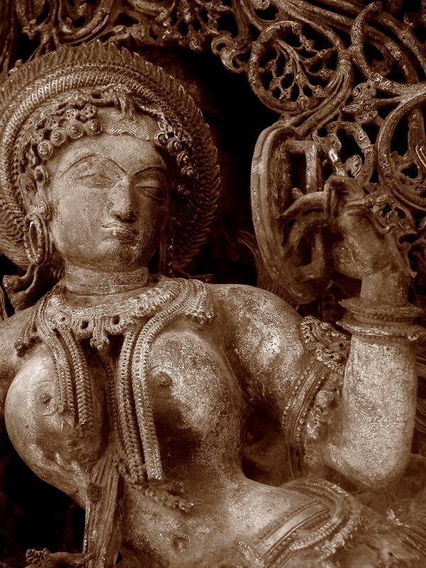 Lady looking into mirror Belur Halebidu.jpg
