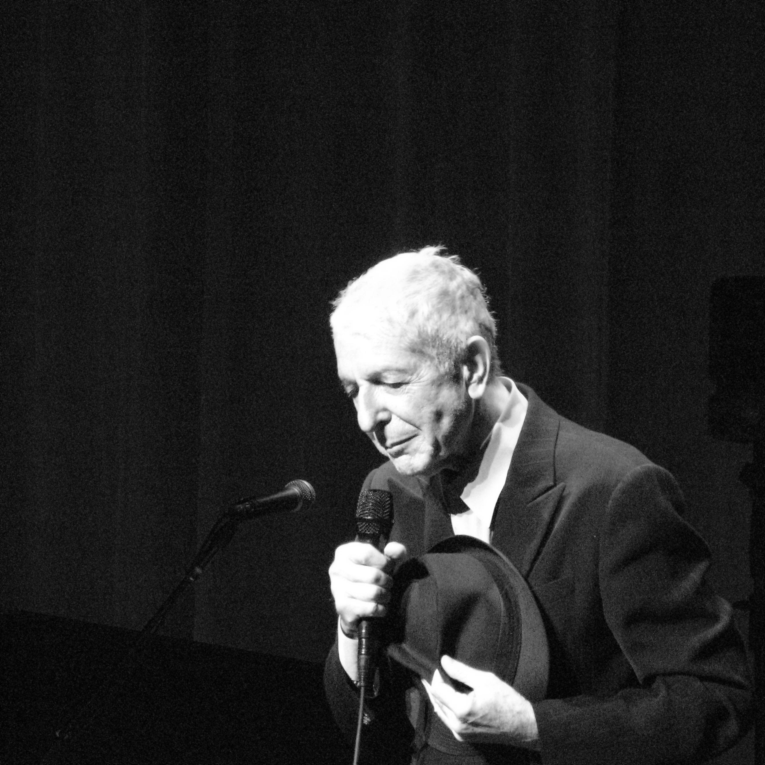 File:Leonard Cohen 2120.jpg - Wikimedia Commons
