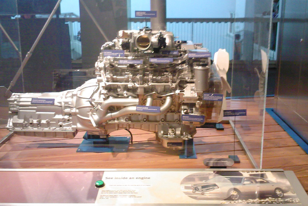 Description Lexus CalSciCtr 1UZ-FE V8 exhibit.jpg