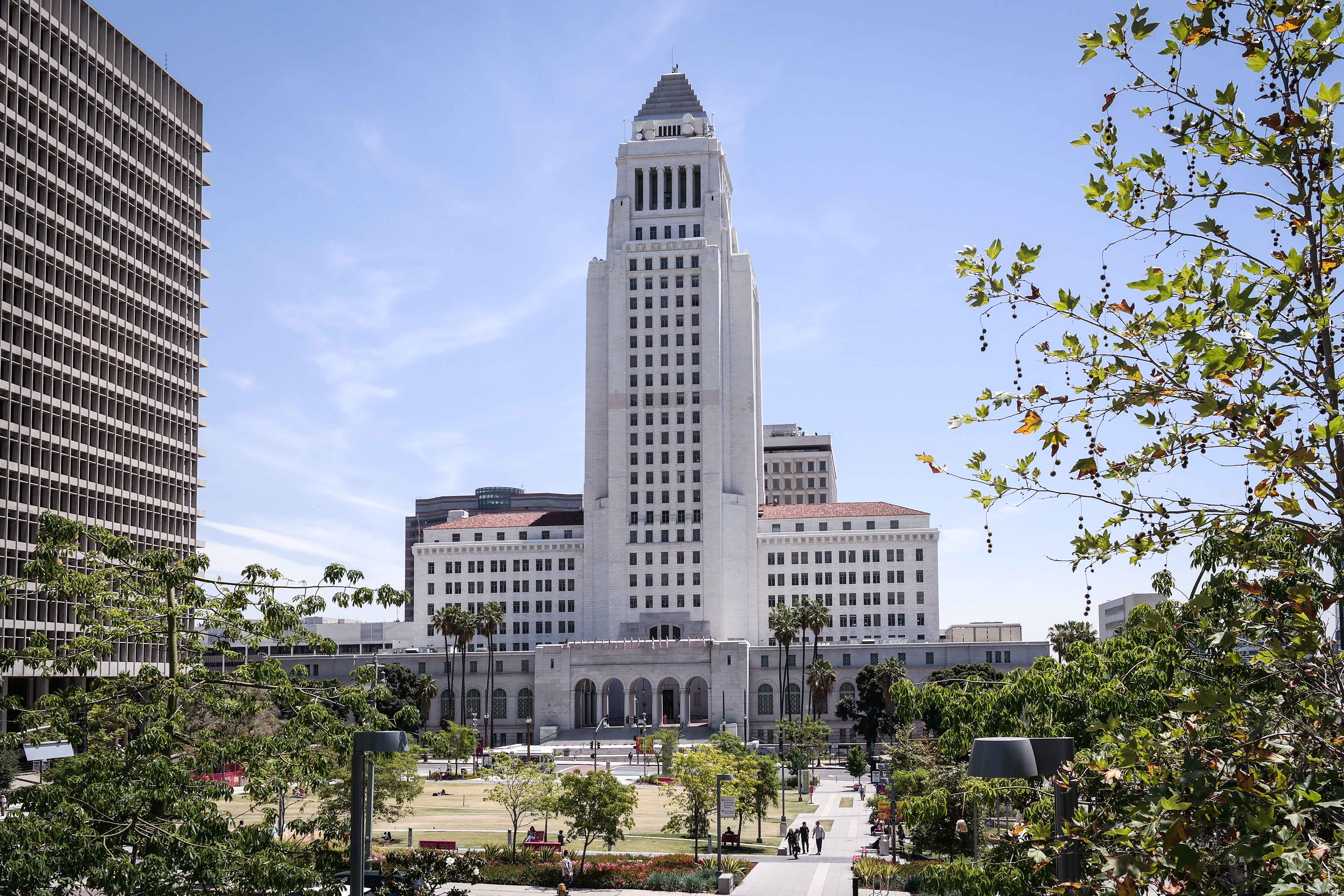 File los angeles city hall wikimedia commons for Is la a city