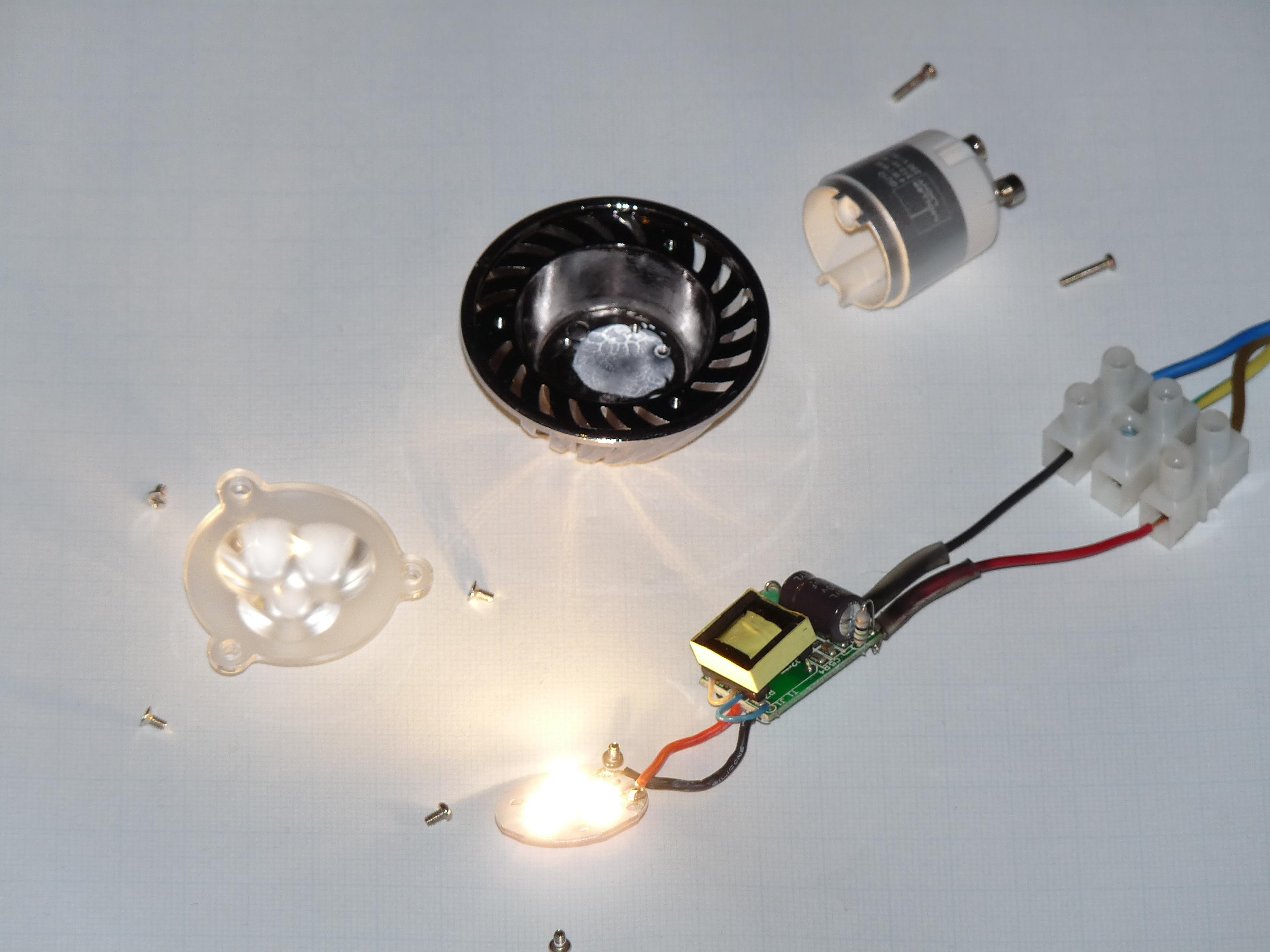 Светодиодная лампочка с аккумулятором и пультом