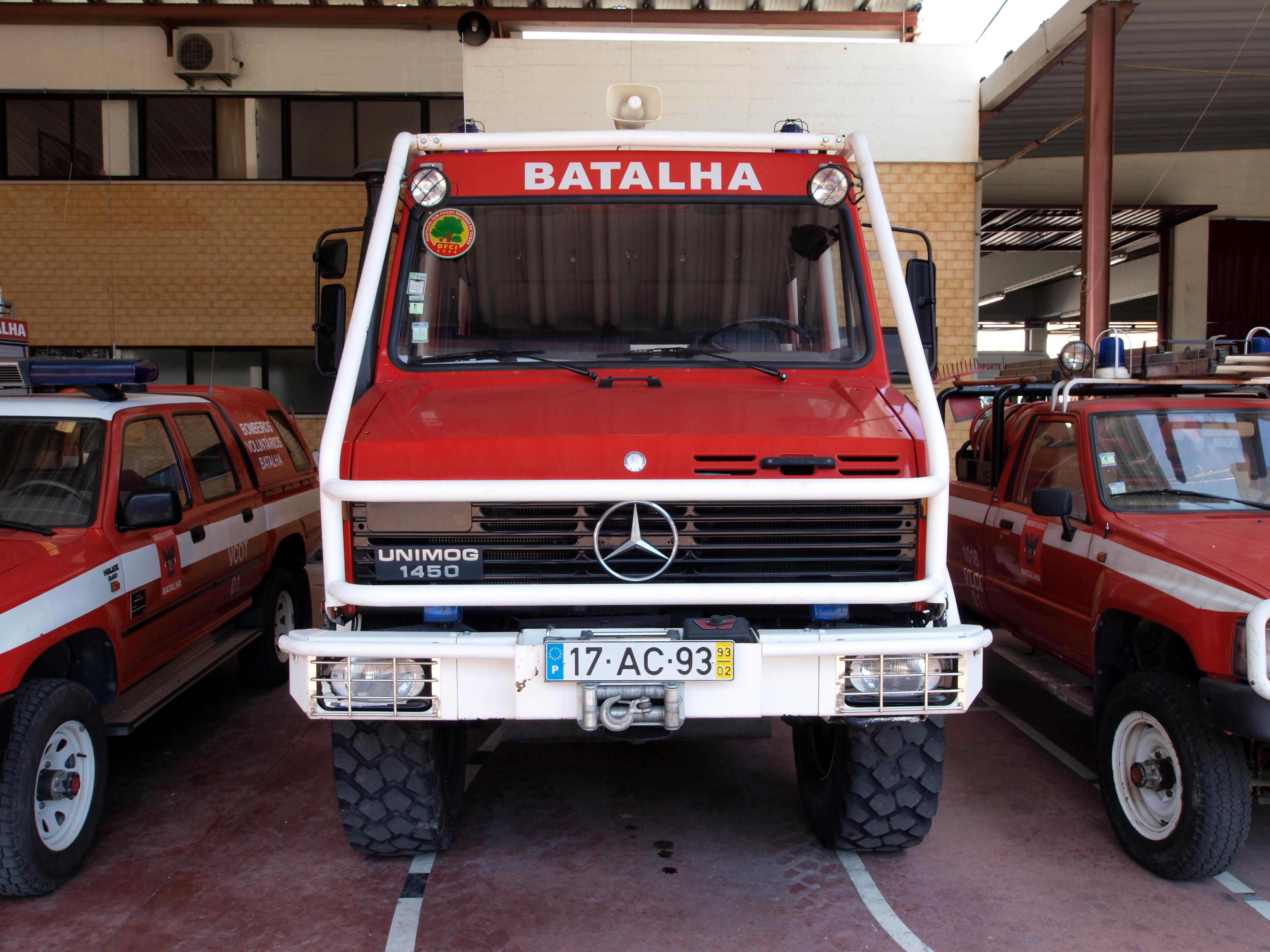 File:Mercedes Unimog 1450, Bombeiros Batalha, Unit 1018 VFCI 06 pic2.JPG