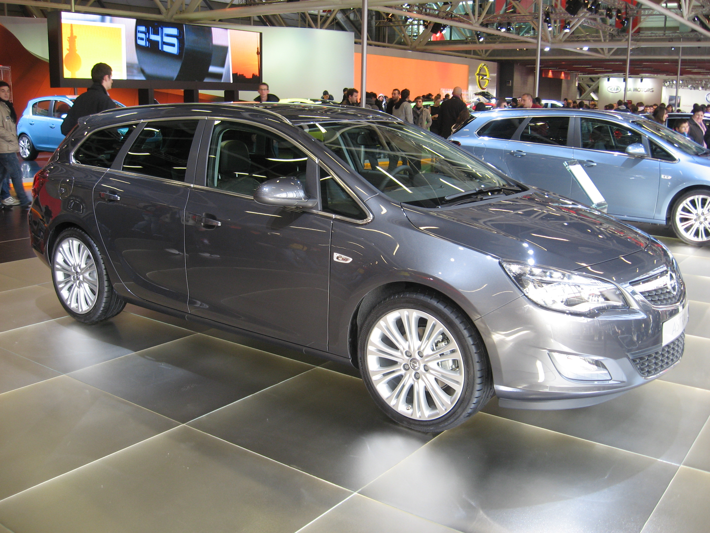 File Opel Astra J Sports Tourer Front View Jpg Wikimedia Commons