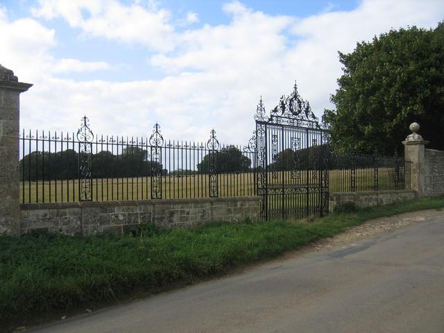 Ornamental Gates at Great Barrington Park - geograph.org.uk - 233809