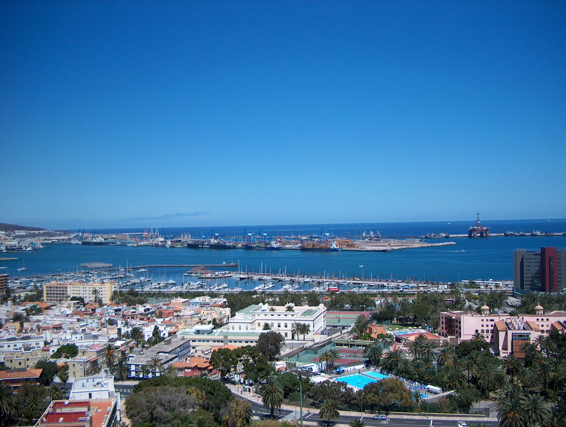 File panoramic view over las palmas port jpg - Port of las palmas gran canaria ...
