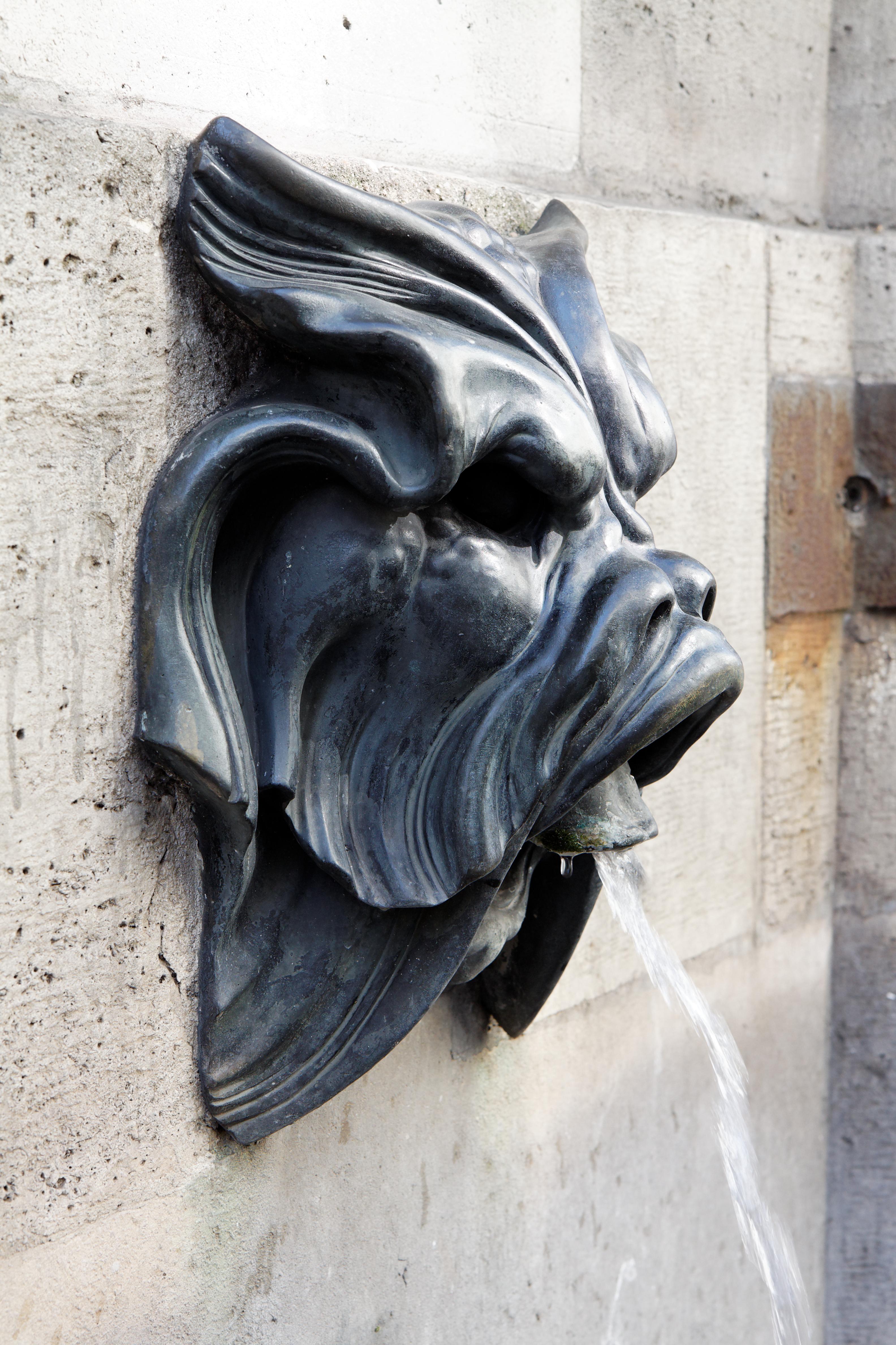 https://upload.wikimedia.org/wikipedia/commons/a/a8/Paris_-_Fontaine_des_Quatre-Saisons_-_59_rue_de_Grenelle_-_007.jpg