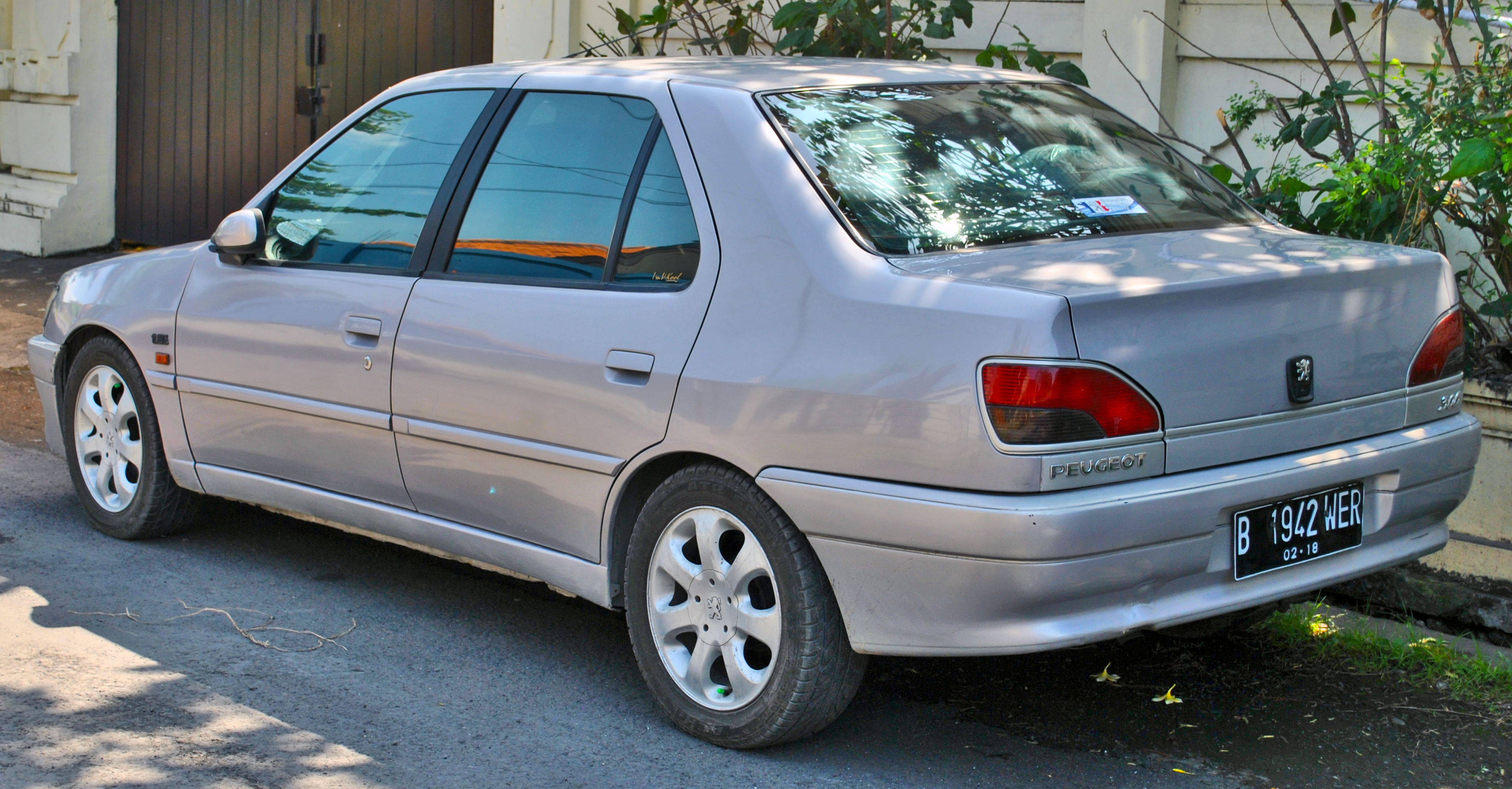 File Peugeot 306 Rear Left Denpasar Jpg Wikimedia Commons