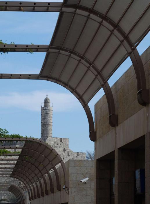 מגדל דוד במבט ממדרחוב ממילא
