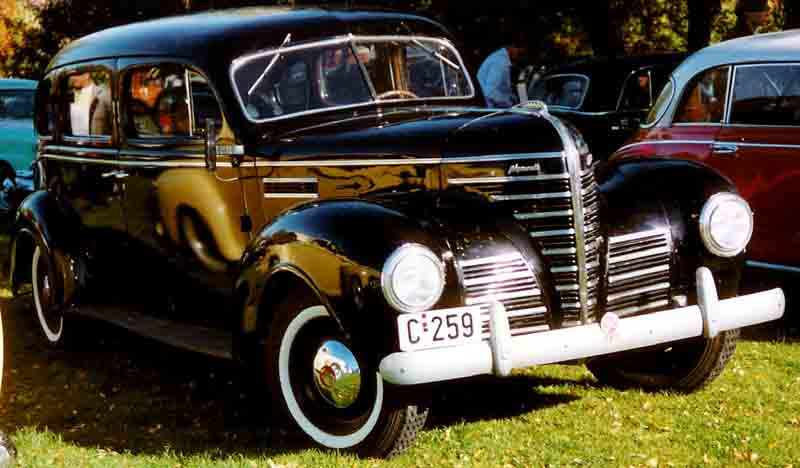 File plymouth 4 door sedan wikimedia commons for 1939 plymouth sedan 4 door