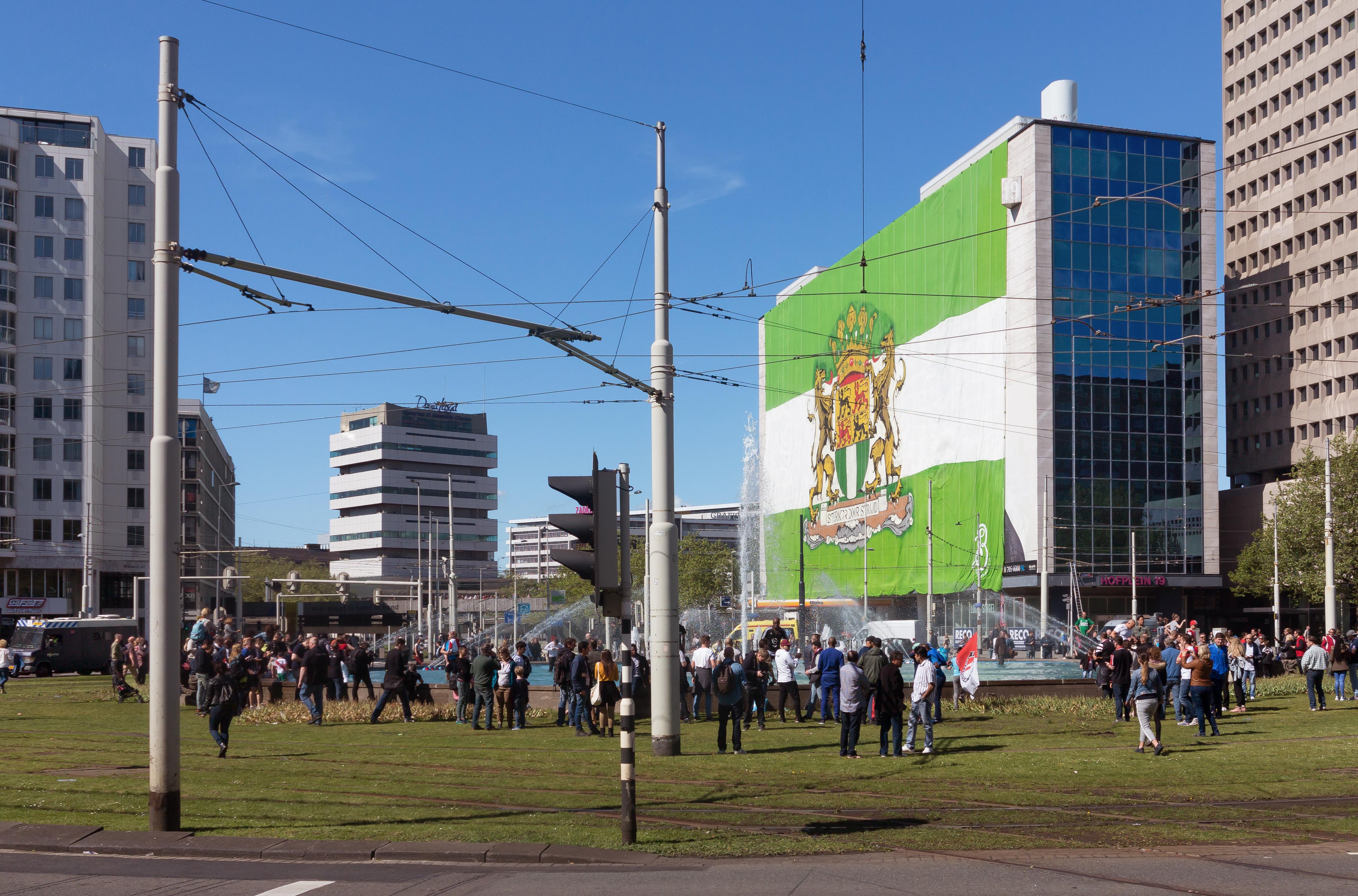 File:Rotterdam, het Hofplein vlak voor het einde van de kampioenswedstrijd  IMG 6786 2017