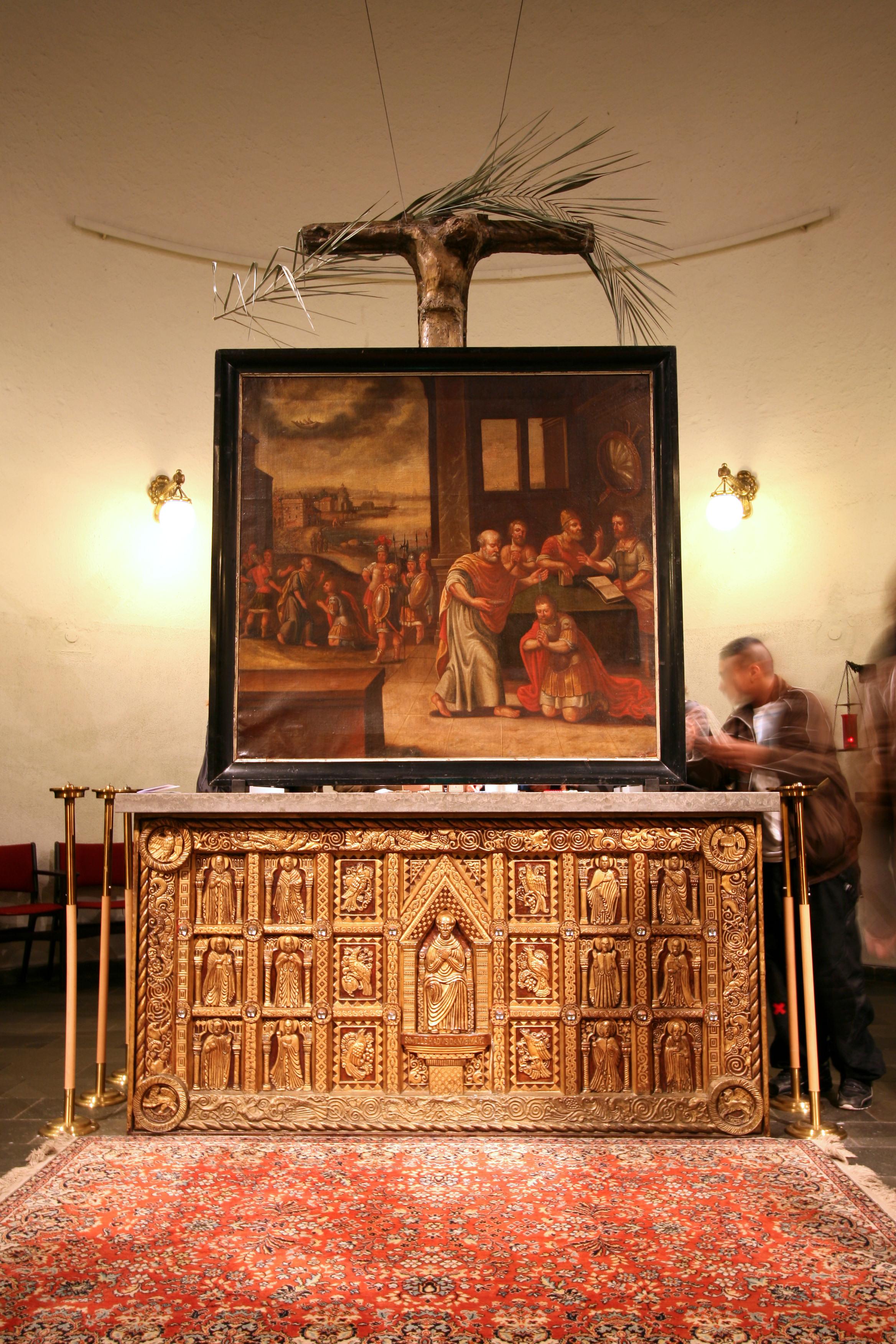 Sakramentskirken på Nørrebrogade i København er viet til Villehad, og han er midtfiguren på forsiden av kirkens gylne alter